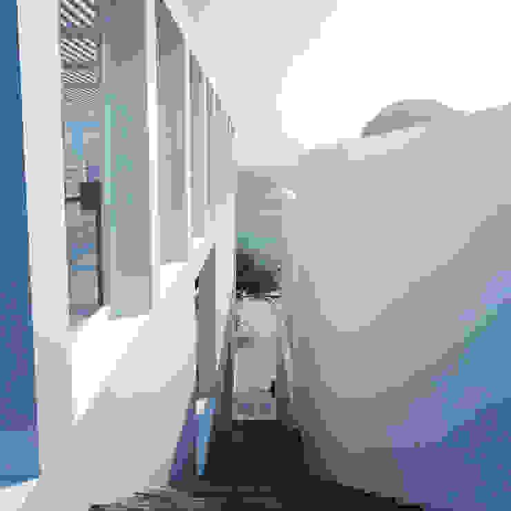 Casa en la Honda Pasillos, vestíbulos y escaleras minimalistas de ARCHITECTS Minimalista