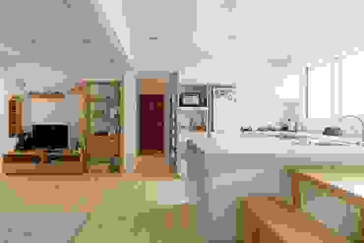 畸零空間拿來做廚房收納 根據 大觀創境空間設計事務所 北歐風