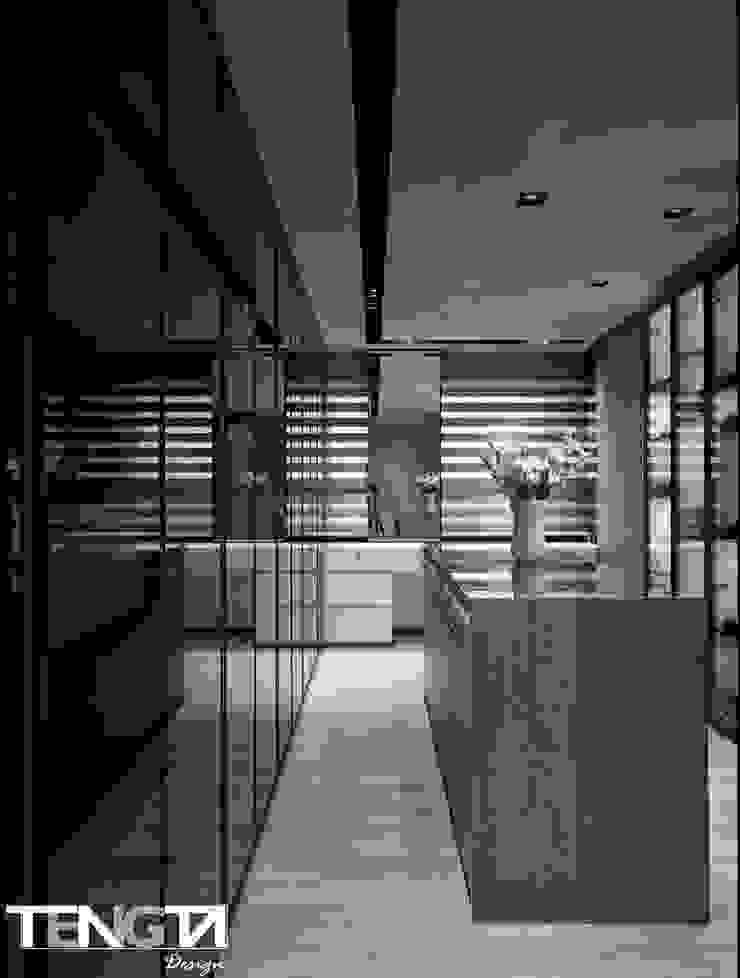 線條 ╳ 藝術 根據 騰龘空間設計有限公司 現代風 玻璃