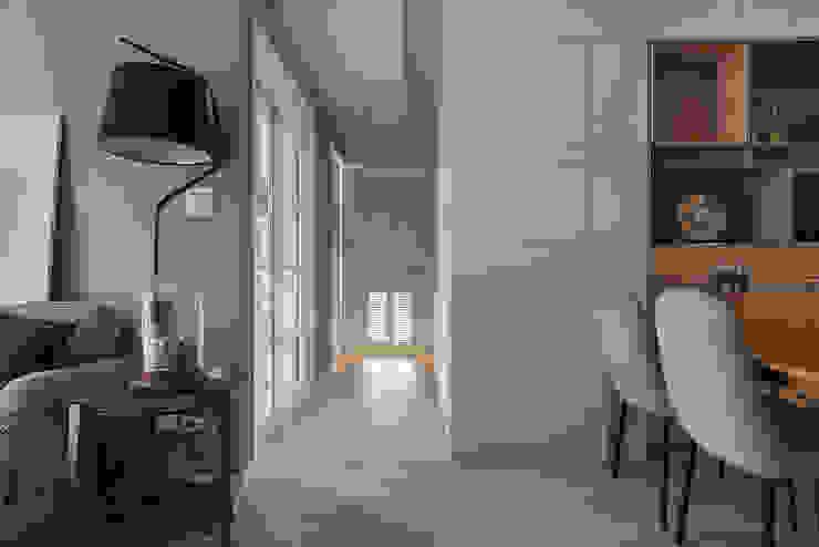 停留 斯堪的納維亞風格的走廊,走廊和樓梯 根據 耀昀創意設計有限公司/Alfonso Ideas 北歐風