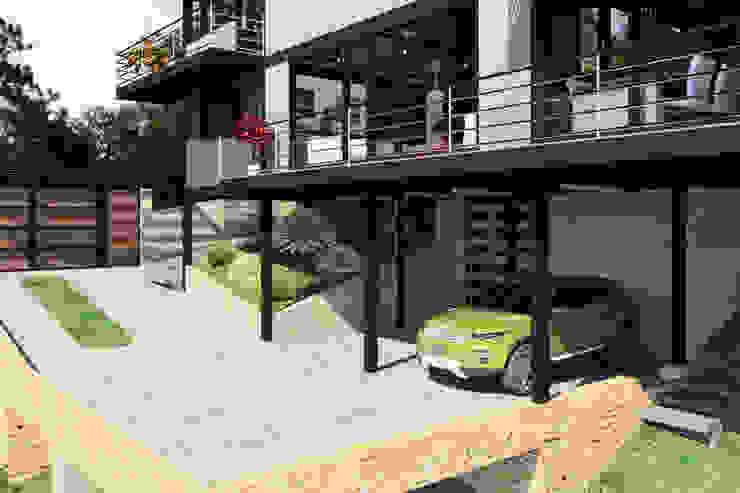 Industrial style garage/shed by Arq. Rodrigo Culebro Sánchez Industrial