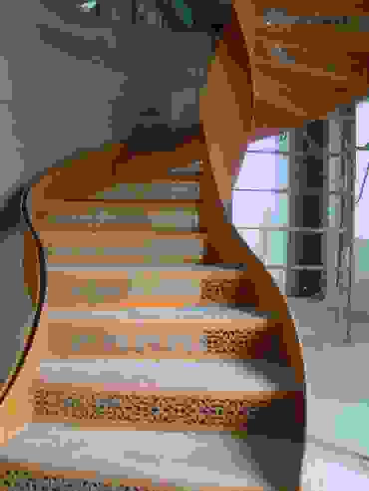 各式旋轉樓梯 根據 茂林樓梯扶手地板工程團隊 古典風