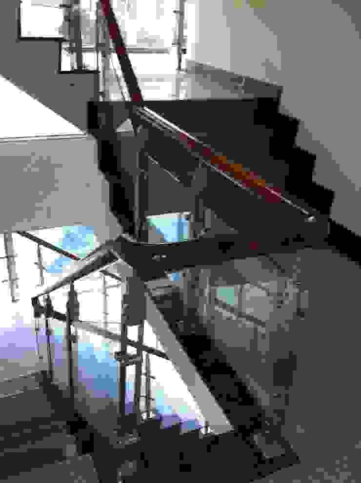 鑲玻璃扶手 根據 茂林樓梯扶手地板工程團隊 現代風