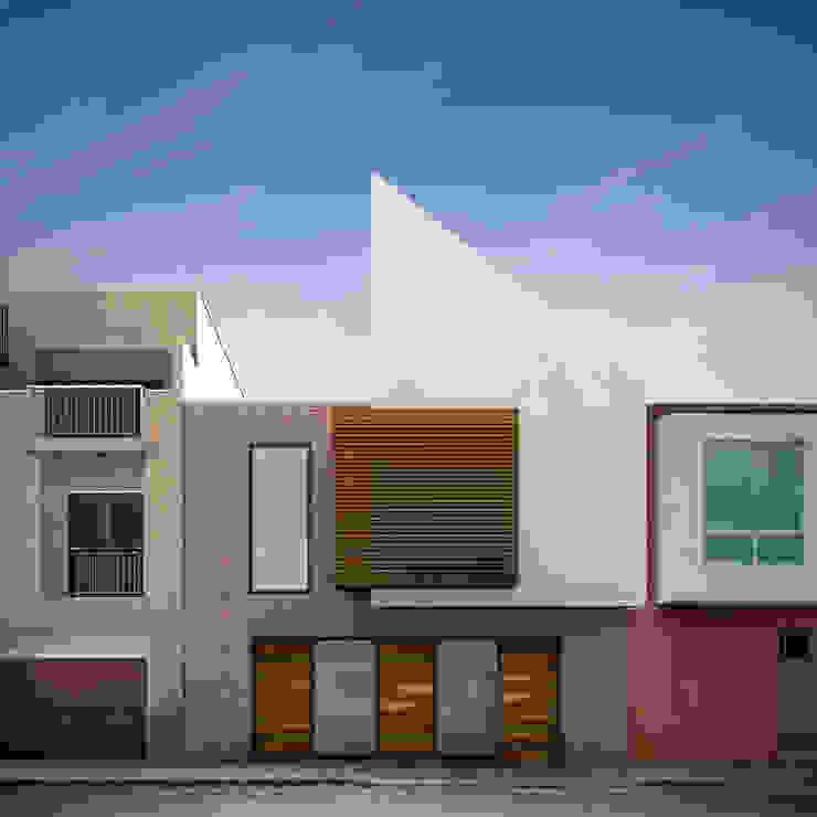 Fachada casa Santa Anita de Punto De Fuga Arquitectura Moderno Ladrillos