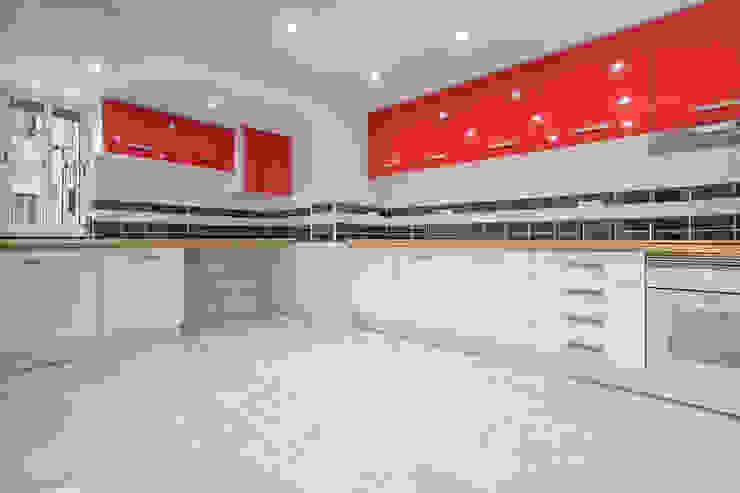 T2 totalmente remodelado com logradouro José Caldeira - Remax Barreiro CozinhaBancadas Multicolor