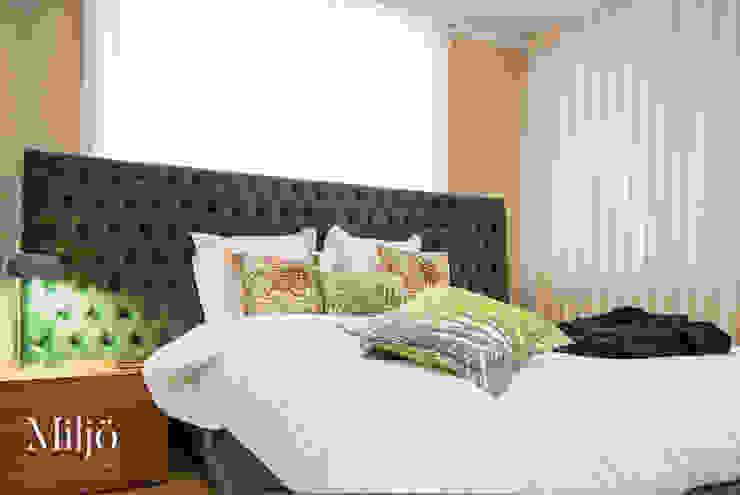 A elegância tem cor Quartos ecléticos por Miljö design concept Eclético Madeira Acabamento em madeira