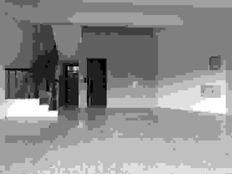 格局方正的客廳 现代客厅設計點子、靈感 & 圖片 根據 讚基營造有限公司 現代風