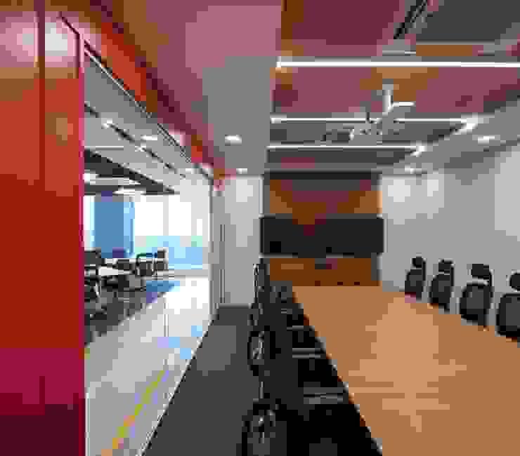 Apex Project Solutions Pvt. Ltd. Moderne Ladenflächen Sperrholz Mehrfarbig