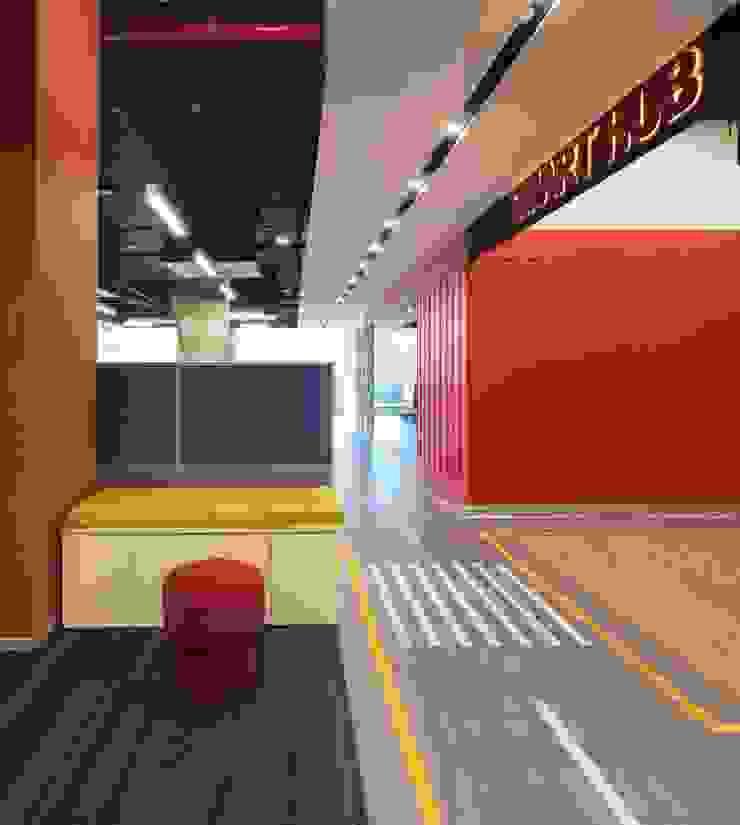 Apex Project Solutions Pvt. Ltd. Moderne Kongresscenter Sperrholz Rot