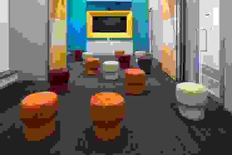 Apex Project Solutions Pvt. Ltd. Moderne Ladenflächen MDF Mehrfarbig