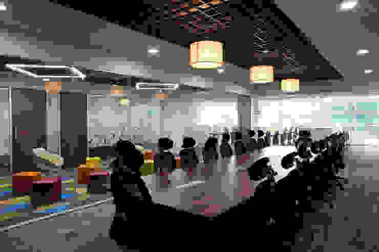 Apex Project Solutions Pvt. Ltd. Moderne Ladenflächen Sperrholz Holznachbildung