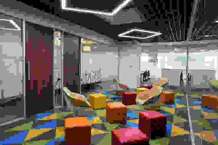 Apex Project Solutions Pvt. Ltd. Moderne Ladenflächen Plastik Mehrfarbig