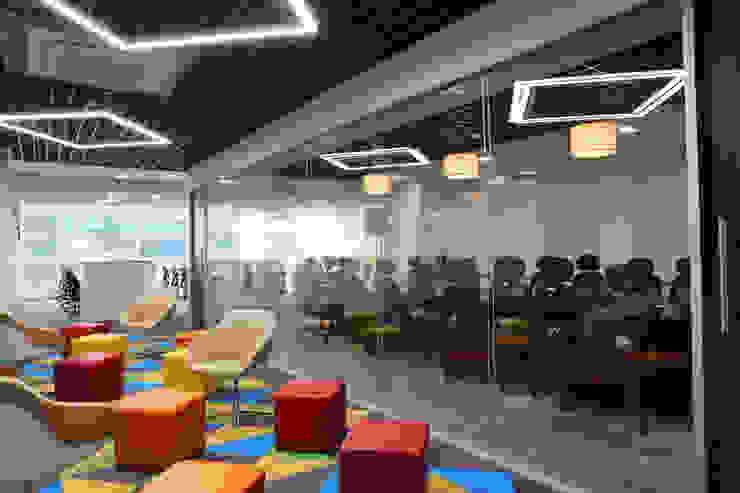 Apex Project Solutions Pvt. Ltd. Moderne Ladenflächen Glas Mehrfarbig