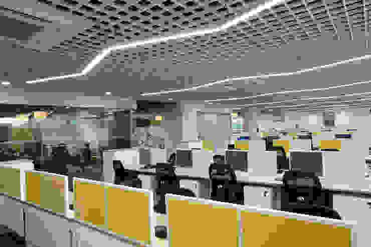 Apex Project Solutions Pvt. Ltd. Moderne Ladenflächen Aluminium/Zink Weiß