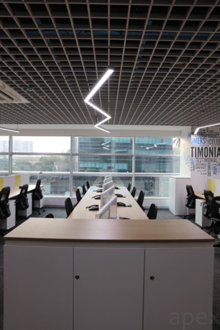 Office area by Apex Project Solutions Pvt. Ltd. Modern Engineered Wood Transparent