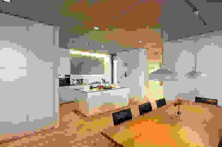 Küche von Architekturbüro zwo P Minimalistisch Holz Holznachbildung