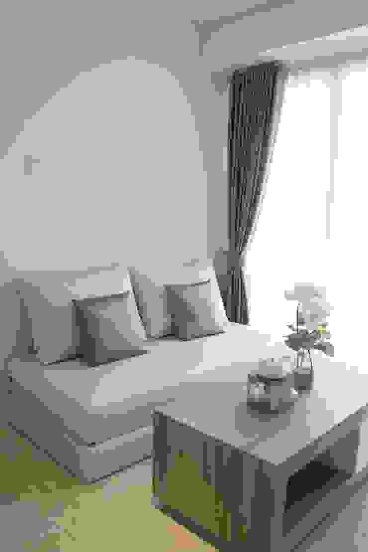 Sofa Furniture Ruang Keluarga Minimalis Oleh POWL Studio Minimalis