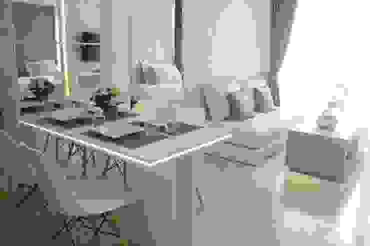 Meja makan: Koridor dan lorong oleh POWL Studio,