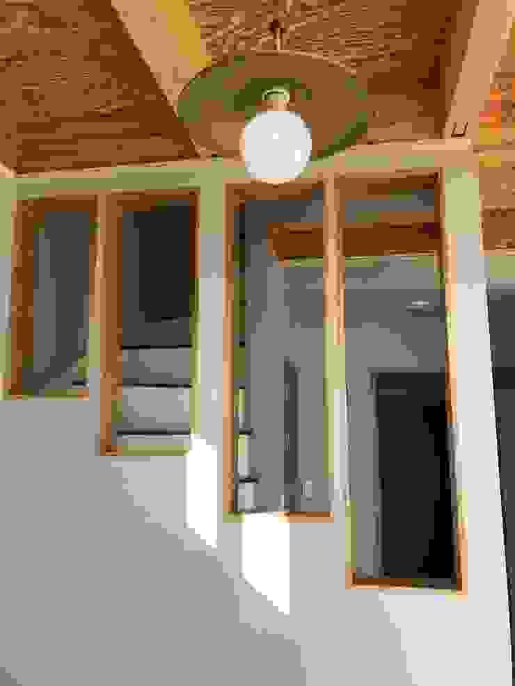 중목구조 주택,협소주택,안성 전원 주택 미니멀리스트 거실 by 집으로 미니멀