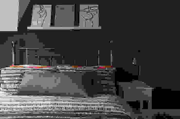 Bedroom Modern style bedroom by Jamie Knop Modern