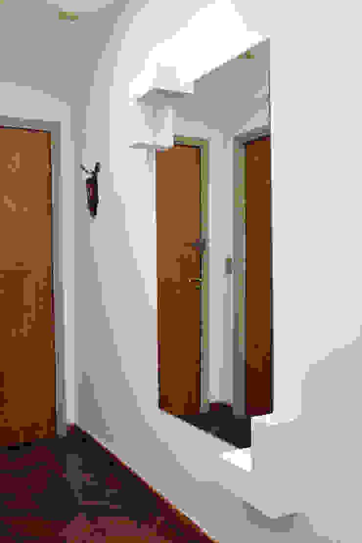 Modern corridor, hallway & stairs by Arquimundo 3g - Diseño de Interiores - Ciudad de Buenos Aires Modern