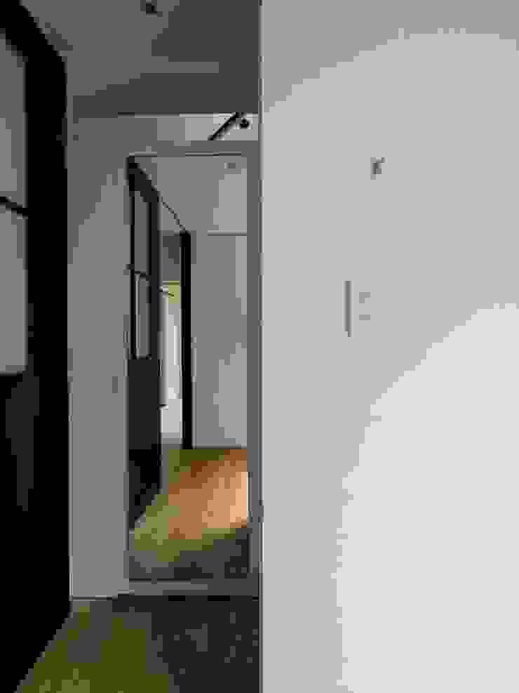 株式会社エキップ Couloir, entrée, escaliers originaux Blanc