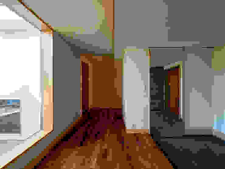株式会社エキップ ห้องโถงทางเดินและบันไดสมัยใหม่ ไม้จริง Wood effect