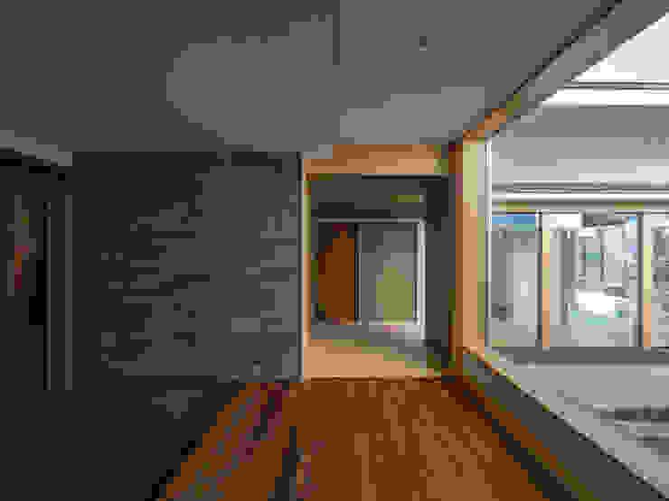 株式会社エキップ Pasillos, vestíbulos y escaleras de estilo moderno