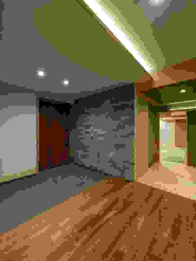 株式会社エキップ Pasillos, vestíbulos y escaleras de estilo moderno Azulejos Gris