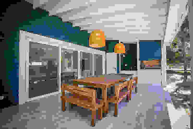 Casa 390 Deportivo por JOM HOUSES Balcones y terrazas modernos: Ideas, imágenes y decoración de JOM HOUSES Moderno