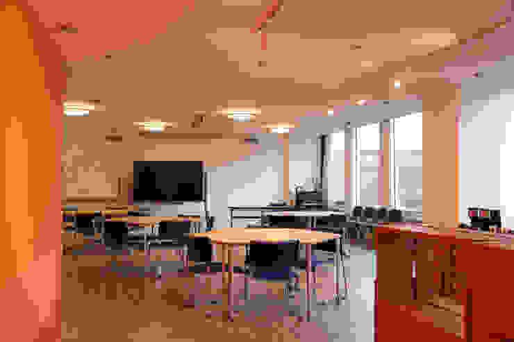 松戸フュチャーセンター の 大畠稜司建築設計事務所 オリジナル 無垢材 多色