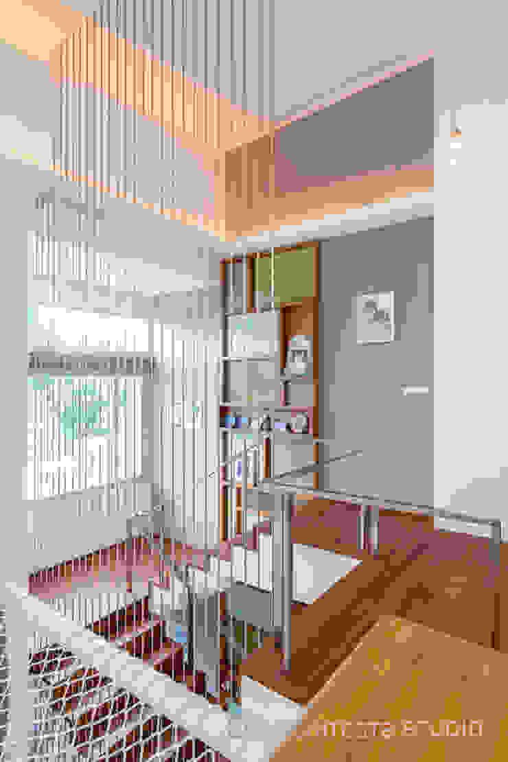 LINEAGE HOUSES: ทันสมัย  โดย D' Architects Studio, โมเดิร์น
