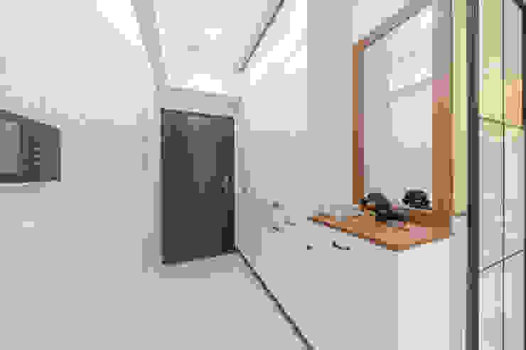 玄關儲物收納櫃+玄關鏡:  國家  by 藏私系統傢俱, 鄉村風