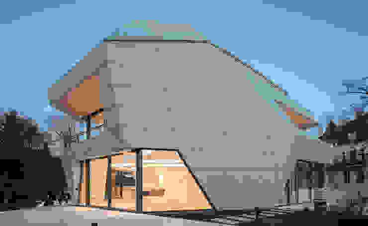 Modern houses by Haritsah Tutuko - homify Modern