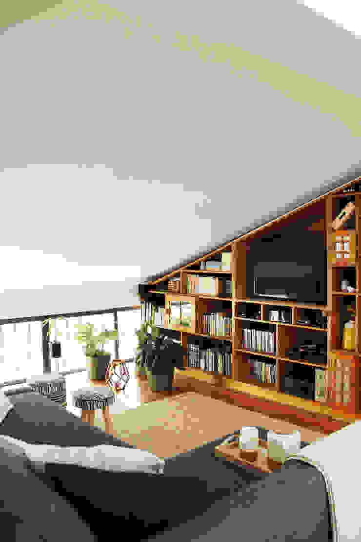 modern  by Qiarq . arquitectura+design, Modern Wood Wood effect