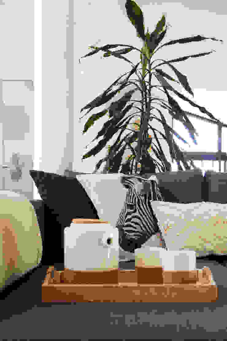 minimalist  by Qiarq . arquitectura+design, Minimalist Textile Amber/Gold