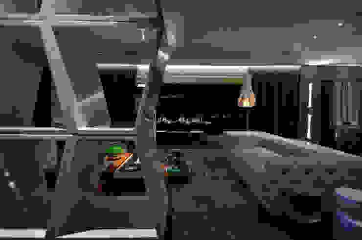 Detalhe estante: Salas de estar  por BG arquitetura   Projetos Comerciais,Moderno