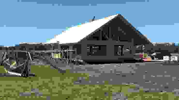 Casa en Uruguay (Construcción en 15 días) Superficie cubierta de 130 m2 Casas clásicas de Patagonia Log Homes - Arquitectos - Neuquén Clásico Madera maciza Multicolor