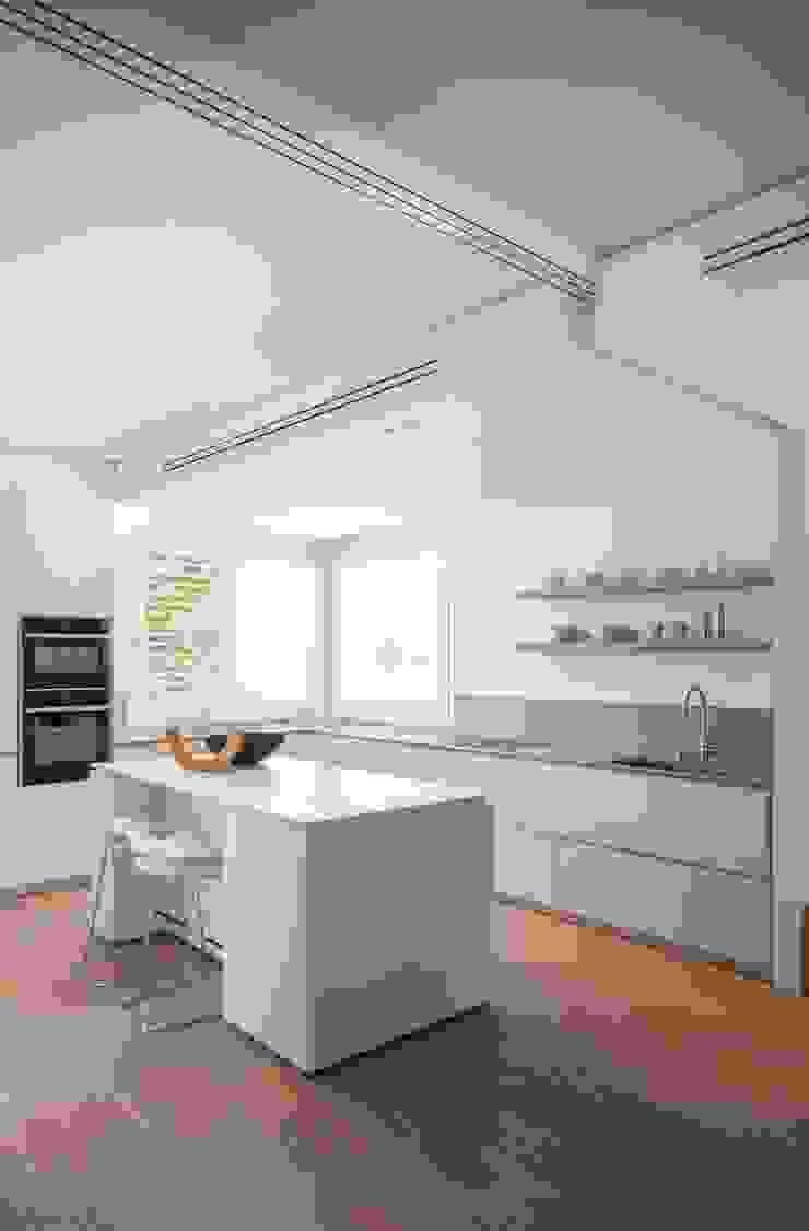 Didonè Comacchio Architects ห้องครัว เซรามิค White