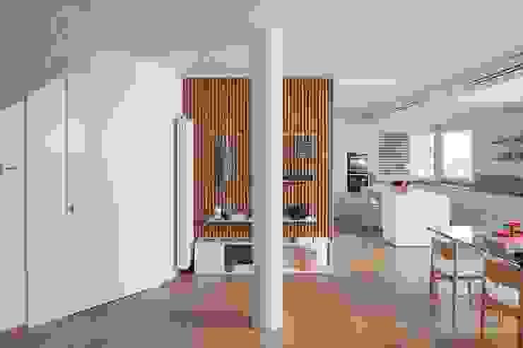 Hành lang by Didonè Comacchio Architects
