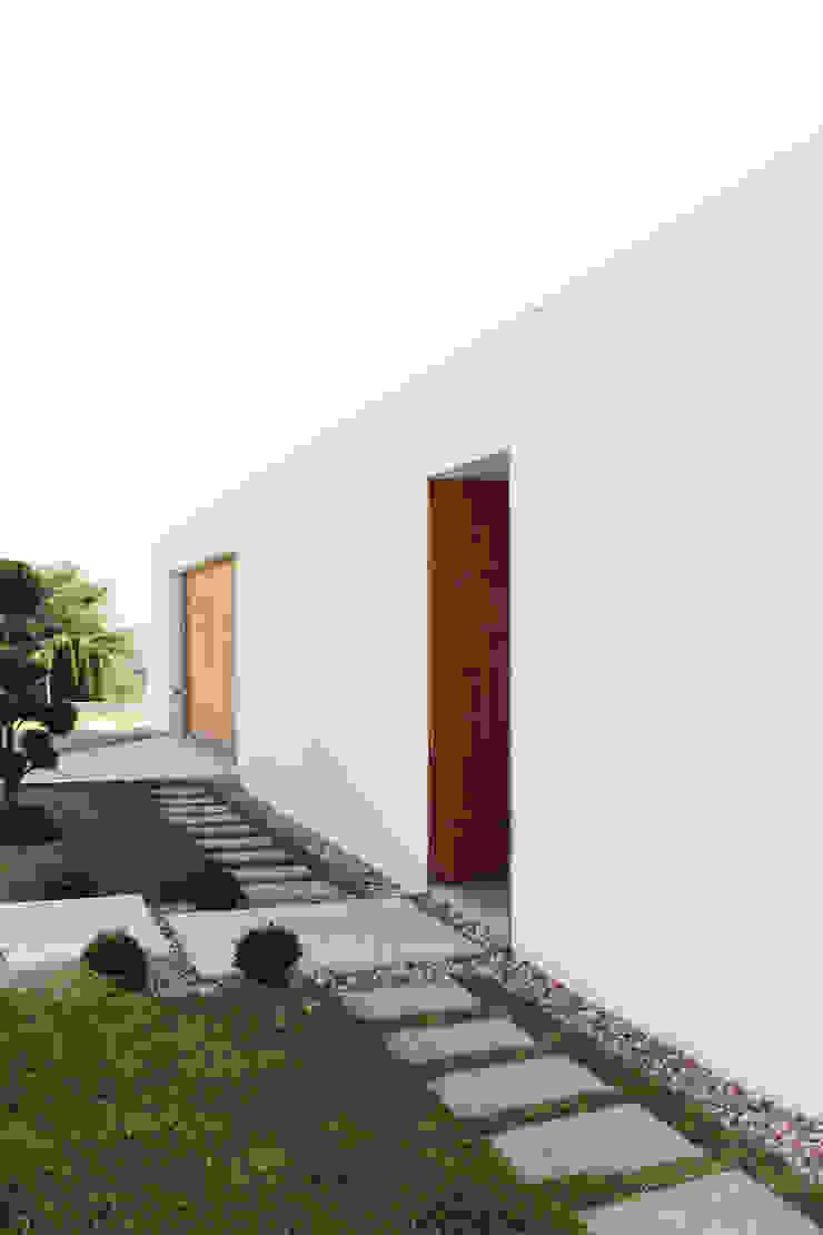 Qiarq . arquitectura+design Casas unifamilares Madera Acabado en madera