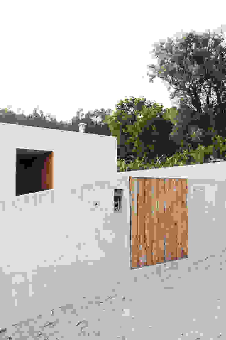 Qiarq . arquitectura+design Casas unifamilares Hormigón reforzado Gris