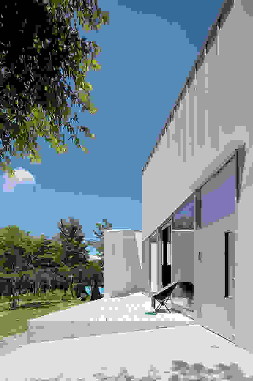 Casas de estilo minimalista de 稲山貴則 建築設計事務所 Minimalista Aluminio/Cinc