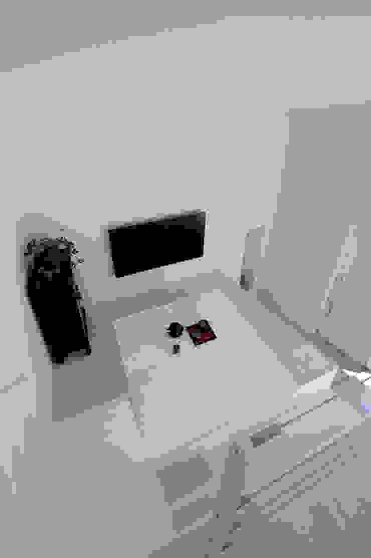 Salas multimedia de estilo minimalista de 稲山貴則 建築設計事務所 Minimalista