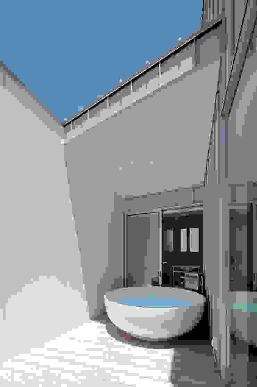 Spas de estilo minimalista de 稲山貴則 建築設計事務所 Minimalista