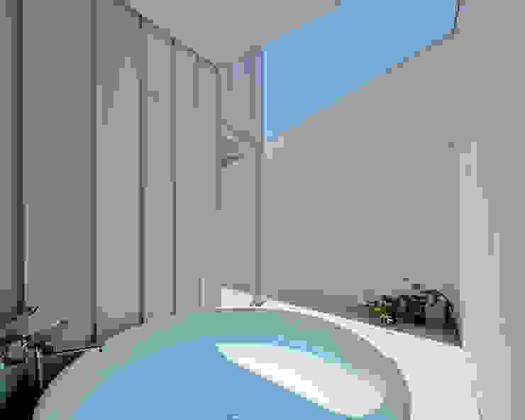 Baños de estilo minimalista de 稲山貴則 建築設計事務所 Minimalista