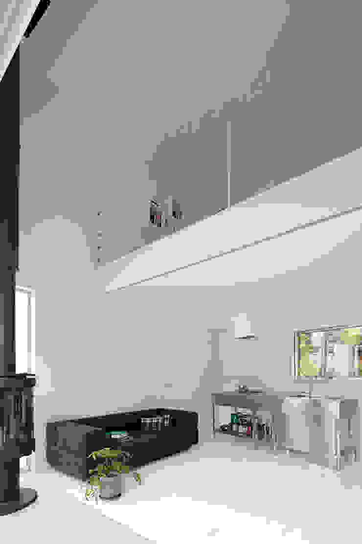 Cocinas de estilo minimalista de 稲山貴則 建築設計事務所 Minimalista