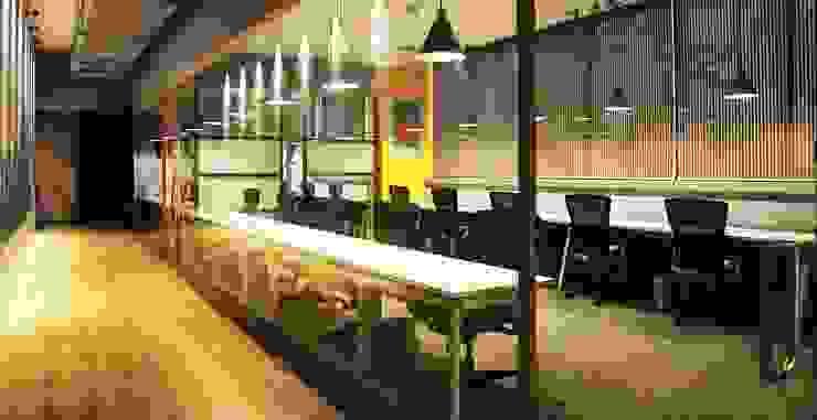 Studio Gritt Complesso d'uffici in stile eclettico Legno massello Variopinto