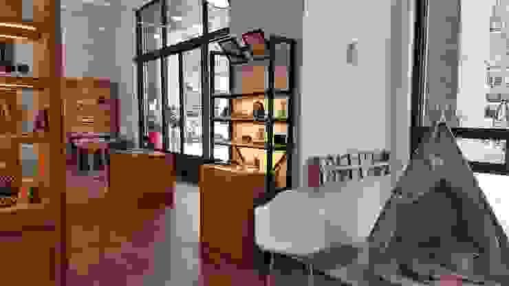 像藝術品般展示的商品 XY DESIGN - XY 設計 Office spaces & stores