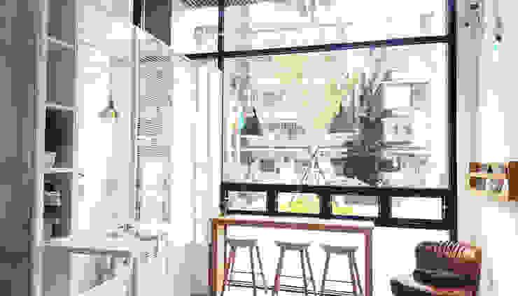 白晝的商店由內望外 XY DESIGN - XY 設計 Office spaces & stores